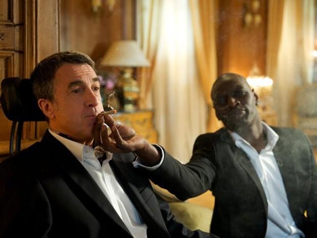 Os atores François Cluzet e Omar Sy em cena do longa francês 'Intouchables' (Foto: Divulgação)