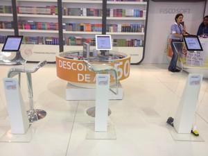 Tablets estão espalhados pela feira (Foto: Isabela Marinho/G1)