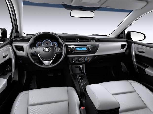 Auto esporte toyota lan a corolla 2016 com nova vers o 1 8 cvt e bancos de couro for 2016 toyota corolla s interior