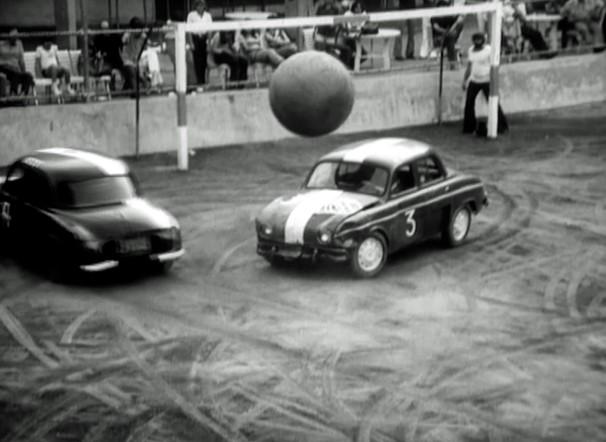 Jogo de futebol entre carros? Você vai ver em O Rio por Eles, em homenagem aos 450 anos do Rio de Janeiro (Foto: Reprodução)