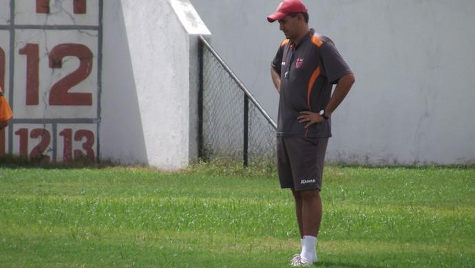 Eduardo Souza, técnico interino do CRB (Foto: Leonardo Freire/GloboEsporte.com)