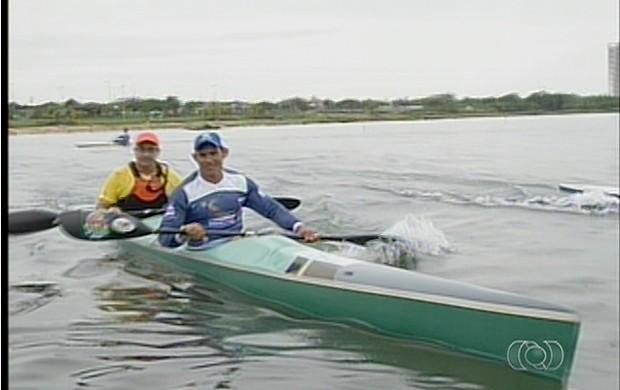 Dupla treina no lago de Palmas para próximas competições (Foto: Reprodução/TV Anhanguera)