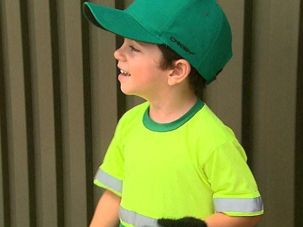 Miguel tem quatro anos e diz que quer ser lixeiro quando crescer (Foto: Ronaldo Gomes/EPTV)