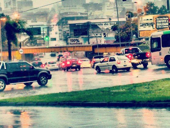 Chuva na rua padre Luiz em Sorocaba (Foto: Divulgação / Rafael Correa)