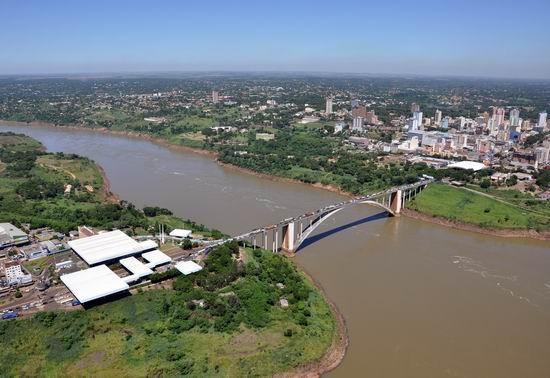 A Ponte da Amizade possui um vão livre de 303 metros (Foto: Prefeitura de Foz do Iguaçu)