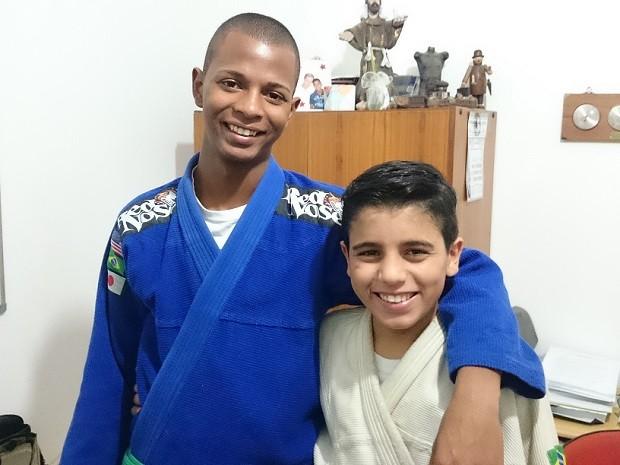 Wesley (à esquerda) e Fabioni fazem aulas de jiu-jitsu e academia (Foto: Adriana Pellegrino/G1)