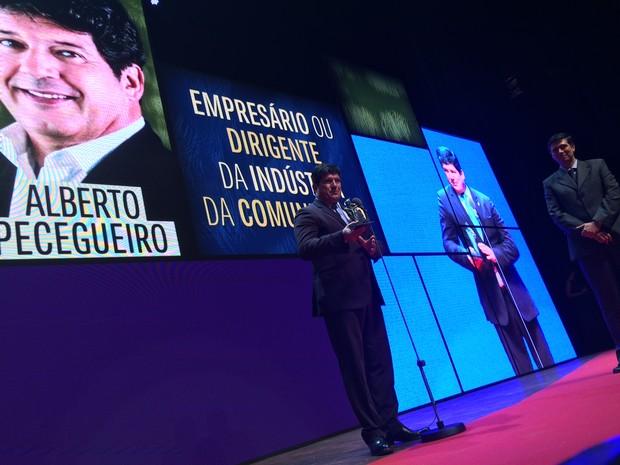 Alberto Pecegueiro, diretor-geral da Globosat, foi premiado na categoria Dirigente da indústria de Comunicação (Foto: Darlan Alvarenga/G1)