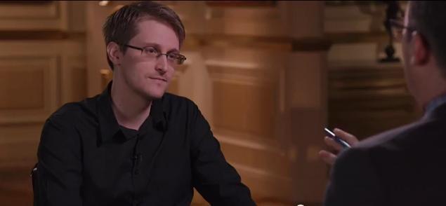 Edward Snowden é entrevista por John Oliver (Foto: Reprodução/Youtube)