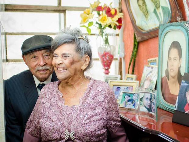 João e Angélica, casados há 70 anos, em ensaio fotográfico (Foto: Victor Moura/Reprodução)