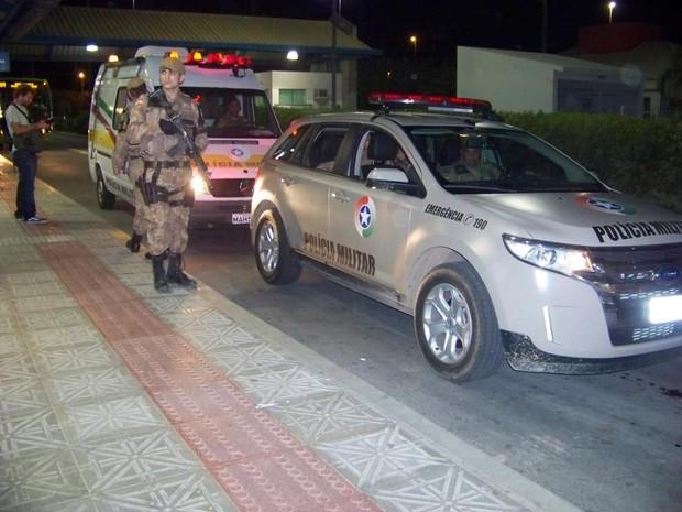 PM faz escolta no Terminal de Integração de Canasvieiras (TICAN) (Foto: Thiago José Costa/Arquivo pessoal)