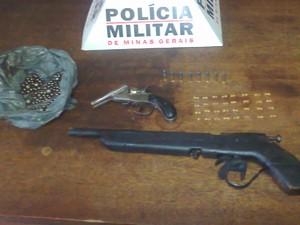 Armas e munições foram apreendidas na casa dos menores (Foto: Reprodução/TV Integração)