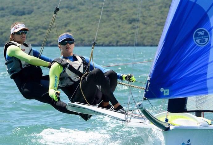 Martine e Kahena em ação na Nova Zelândia vela (Foto: Royal Akarana Yacht Club / Lissa Reyden)