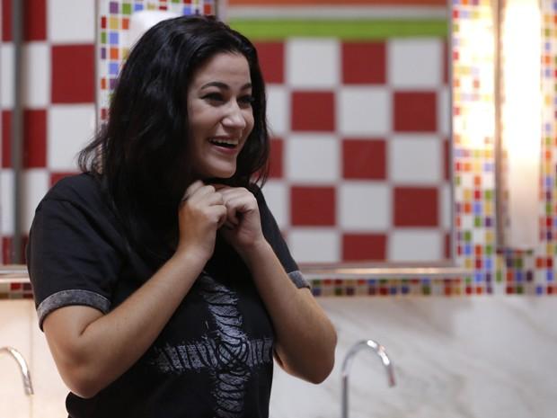 De longe, Joaquina ri da situação (Foto: Arthur Meninea / Gshow)
