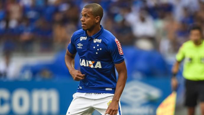 Edimar em jogo do Cruzeiro e Atlético-MG (Foto: Juliana Flister/Light Press)