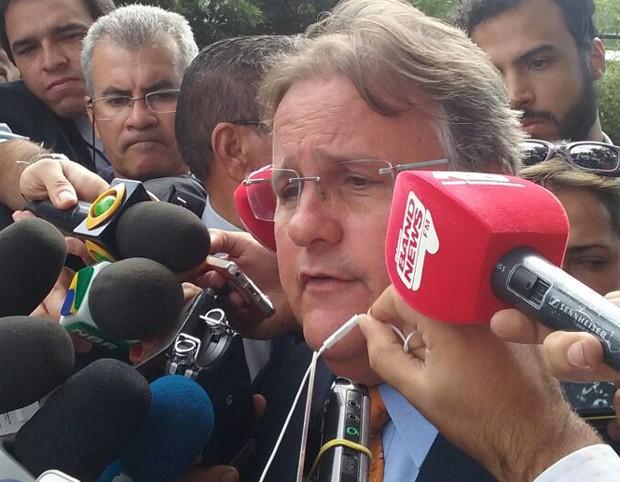 O ministro da Secretaria de Governo, Geddel Vieira Lima, durante entrevista após almoço com Michel Temer (Foto: Filipe Matoso/G1)