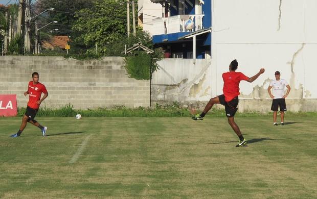 Hernane e Leo Moura no treino do Flamengo (Foto: Richard Souza)