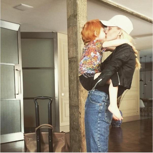 Carol Trentini e o filho Bento (Foto: Instagram)