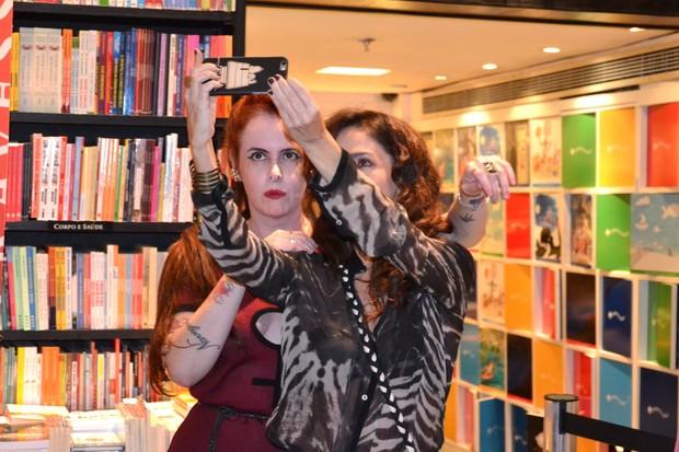 Fernanda Young e Claudia Ohana (Foto: Webert Belício/ Brazil News)