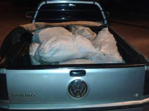 Sacos de milho foram achados em carro parado em Tatuí (Foto: Divulgação/ PM Tatuí)