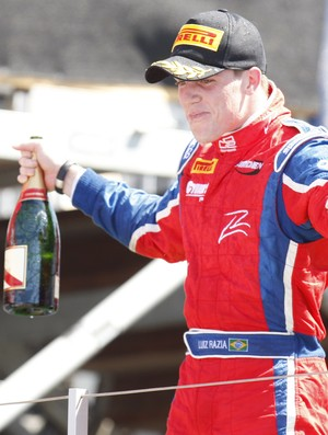 GP2 - Luiz Razia celebra terceiro lugar no p&#243;dio da Hungria (Foto: Divulga&#231;&#227;o GP2)