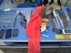 Suspeitos são presos com facas e celulares perto de presídio, em RO