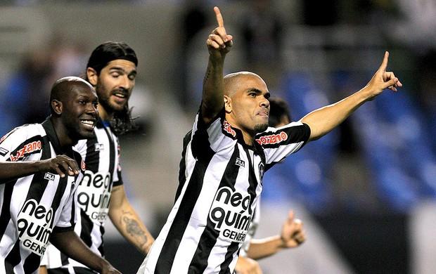 Alessandro comemora gol do Botafogo contra o Cruzeiro  (Foto: Alexandre Cassiano / Agência O Globo)