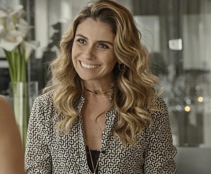 Atena está decidida a se mudar para a cobertura de Romero (Foto: TV Globo)