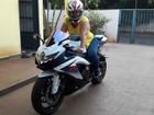 Mãe realiza sonho ao pilotar moto esportiva do filho em Campo Grande