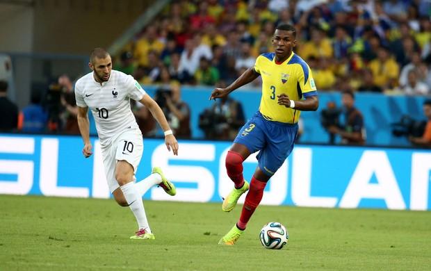Benzema e Erazo Equador x França (Foto: André Durão / Globoesporte)