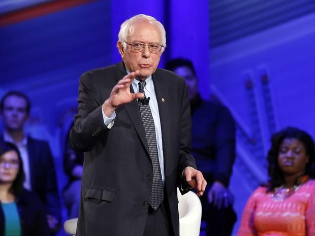 Bernie Sanders durante evento organizado pela CNN em Iowa nesta segunda-feira (25) (Foto: Patrick Semansky/AP Photo)