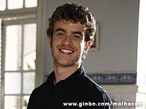 Sidney é o filho encrenqueiro de Maura (Foto: Malhação / TV Globo)