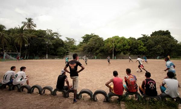 Campo em São Luís, Maranhão, onde foi realizada a visita ao time Show de bola (Foto: NikeFutebol - Divulgação)