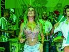 Juju Salimeni arrasa de shortinho e decotão em ensaio de carnaval
