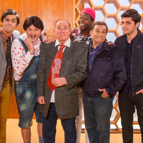 Renato e Dedé Santana posam com os novos integrantes de Os Trapalhões (Foto: Gshow)