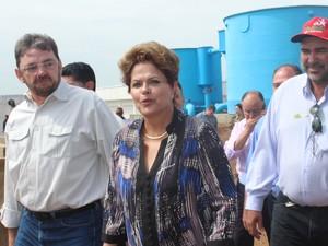 Dilma Rousseff esteve na cidade de São Julião nesta sexta-feira (18). (Foto: Ellyo Teixeira/G1)