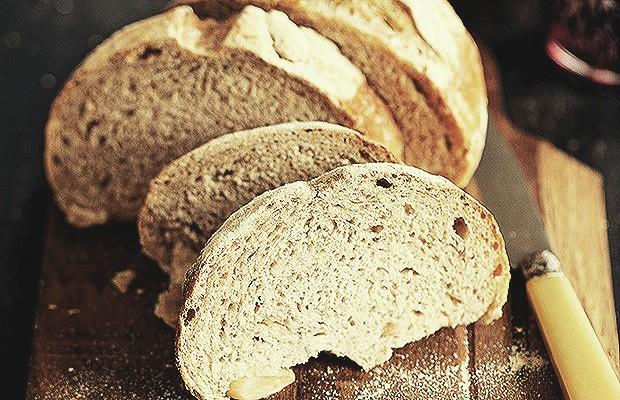 Se está a fim de fazer pão caseiro, espere a temperatura subir. Em dias quentes, o calor ajuda a ativação do fermento. (Foto: Elisa Correa/Casa e Comida)