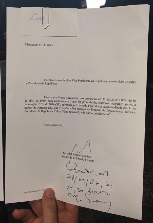 Notificação do impeachment recebida por Michel Temer (Foto: Reprodução)
