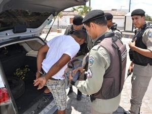 Suspeito foi preso em flagrante e encaminhado para a Unidade de Polícia Solidária de Mandacaru (Foto: Walter Paparazzo/G1)