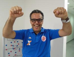 Fernando Rochael - coach do América-RN (Foto: Edmo Nathan/Divulgação)