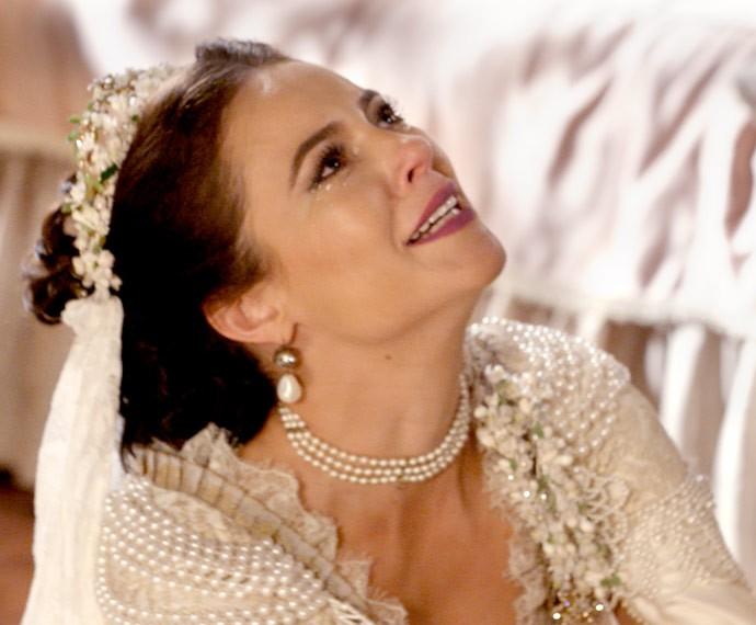 Melissa se ajoelha e implora para que Felipe se case com ela (Foto: TV Globo)
