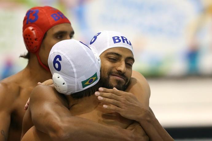 Jogadores do Brasil comemoram vitória sobre o Canadá na estreia em Toronto (Foto: Satiro Sodré / SSPress)
