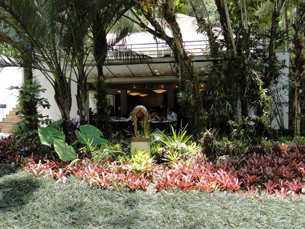 Restaurante Inhotim é cercado por jardins botânicos e obras de arte. (Foto: Alex Araújo / G1)