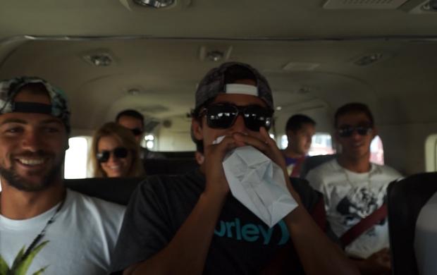 NAS ONDAS - Alejo Muniz, Miguel Pupo e Dilipe Toledo no avião