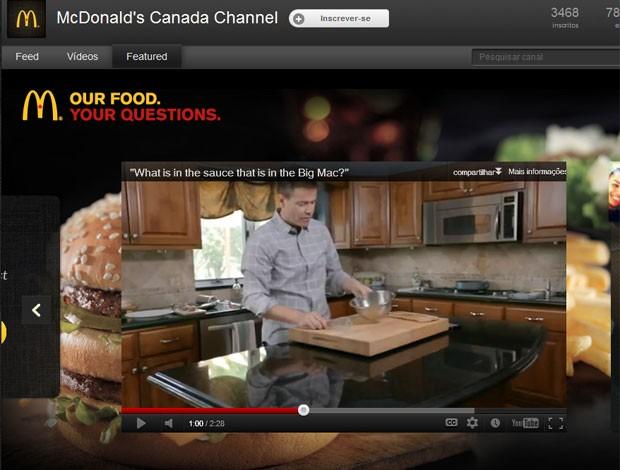 Vídeo divulgado na página canadense do McDonalds mostra o chef da lanchonete preparando o molho especial em uma cozinha doméstica (Foto: Reprodução)