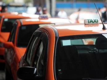 Táxis em Curitiba (Foto: Jaelson Lucas/SMCS)