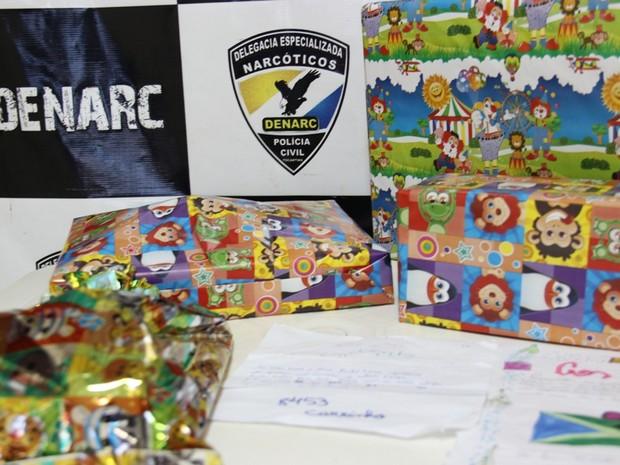 Policias adotaram cartinhas encontradas durante apreensão (Foto: Divulgação/SSP-TO)