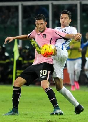 Alex Telles Inter de Milão Palermo (Foto: AP Photo/Alessandro Fucarini)