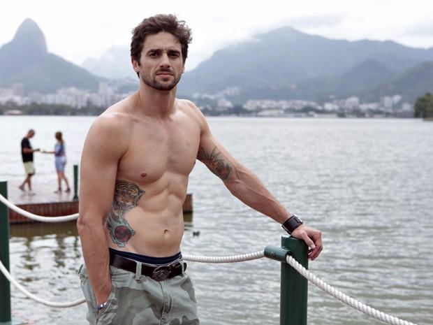 Danilo Sacramento possui diversas tatuagens de animais (Foto: Malhação / TV Globo)