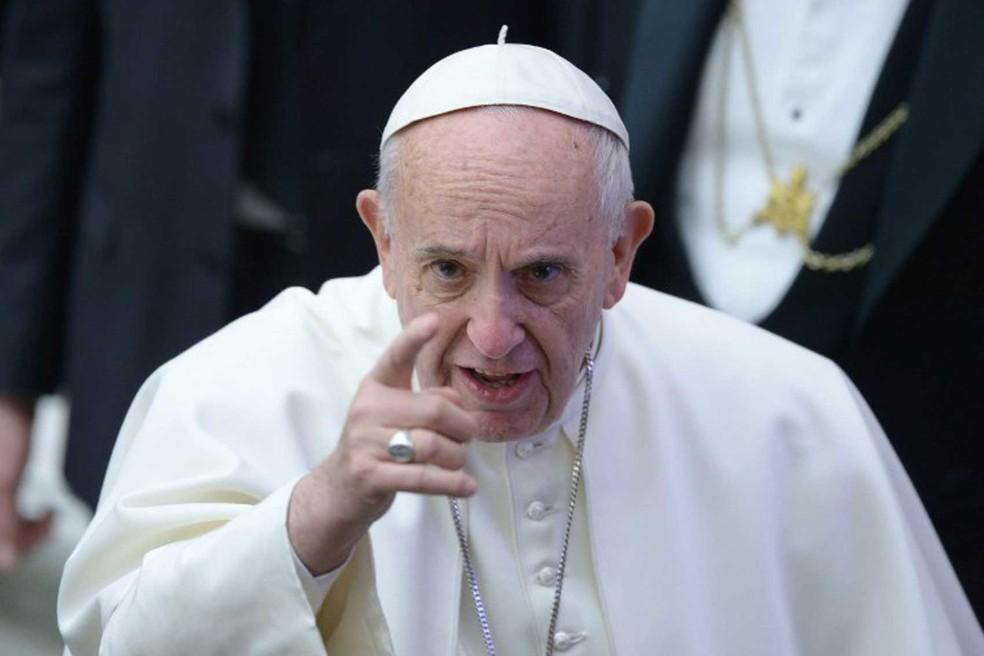 Após expressar pesar sobre o massacre em presídio de Manaus, o Papa Francisco fez um apelo instituições prisionais sejam locais de reabilitação e reintegração social (Foto: Filippo Monteforte / AFP)
