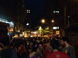Manifestantes protestam a favor do governo federal em Porto Alegre (Foto: Hygino Vasconcelos/G1)